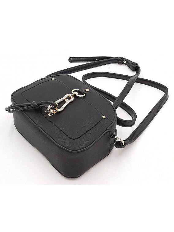 Czarna torebka listonoszka z przywieszką BESTINI