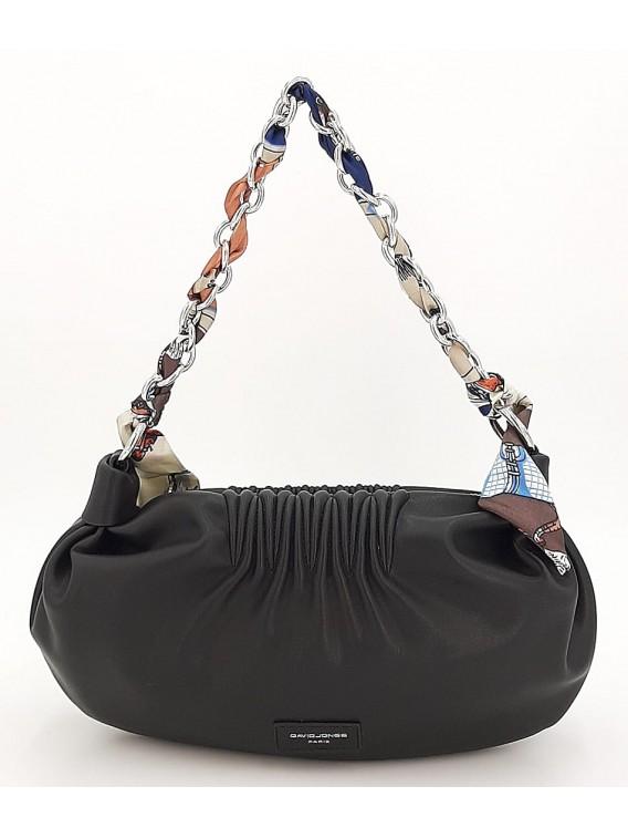 Czarna torebka listonoszka z łańcuszkiem DAVID JONES